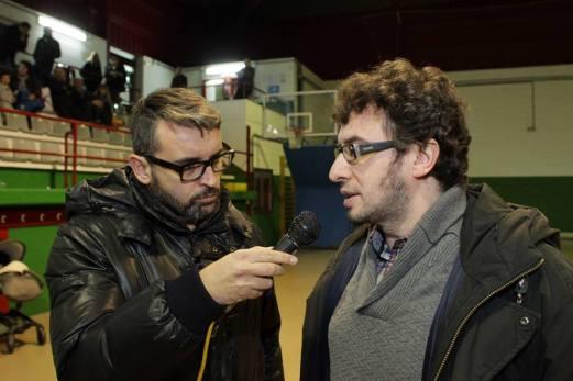 Alfonso Hermida entrevistando ó Concelleiro Xosé Manuel Sande